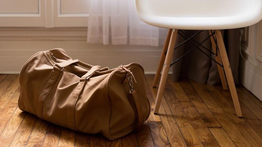 床の上のかばん