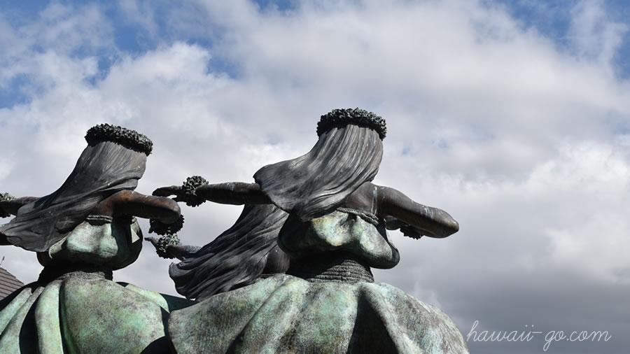コナ空港のフラ像